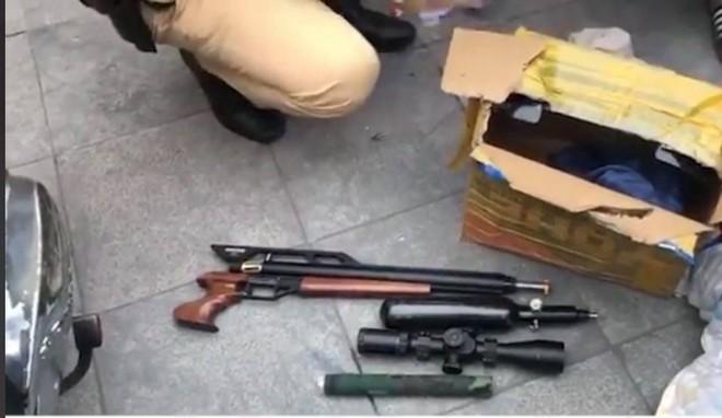 Cảnh sát 141 Hà Nội phát hiện nhiều phụ kiện súng, đạn ảnh 1
