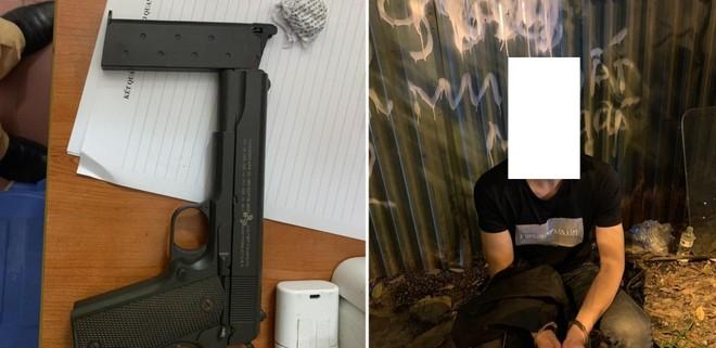 Cảnh sát 141 phát hiện người đàn ông giấu súng trong cốp xe máy ảnh 1