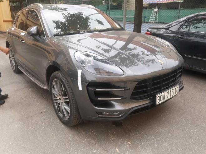 Cơ quan điều tra truy tìm người điều khiển xe Porsche 'trùng' biển số tại khu đô thị Times City ảnh 1