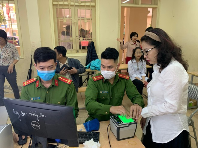 Đến sáng nay 25-4: Hà Nội thu nhận gần 3,2 triệu hồ sơ căn cước công dân gắn chip ảnh 1