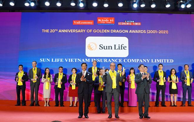 """Sun Life Việt Nam vinh dự nhận """"Giải thưởng Rồng Vàng"""" năm 2021 ảnh 1"""