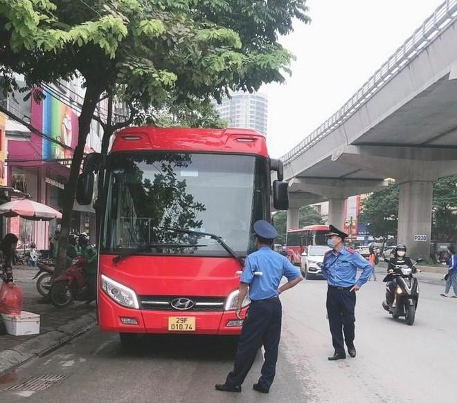 Xe khách 'nhồi nhét' quá 18 người bị xử phạt ảnh 2