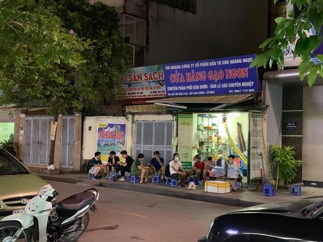 Quận Bắc Từ Liêm (Hà Nội): Hàng quán ngang nhiên hoạt động trên hè, bất chấp lệnh cấm ảnh 1