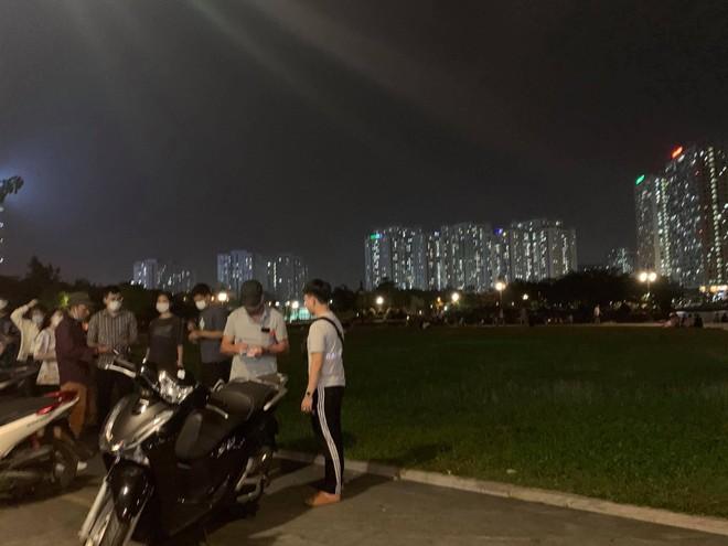 Quận Bắc Từ Liêm (Hà Nội): Hàng quán ngang nhiên hoạt động trên hè, bất chấp lệnh cấm ảnh 7
