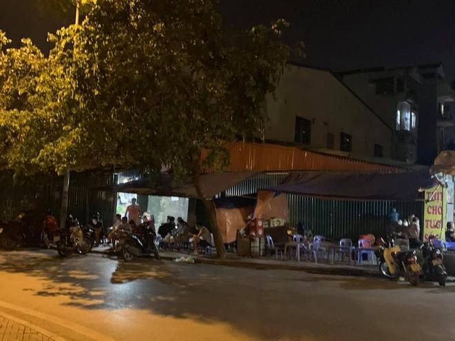 Quận Bắc Từ Liêm (Hà Nội): Hàng quán ngang nhiên hoạt động trên hè, bất chấp lệnh cấm ảnh 5