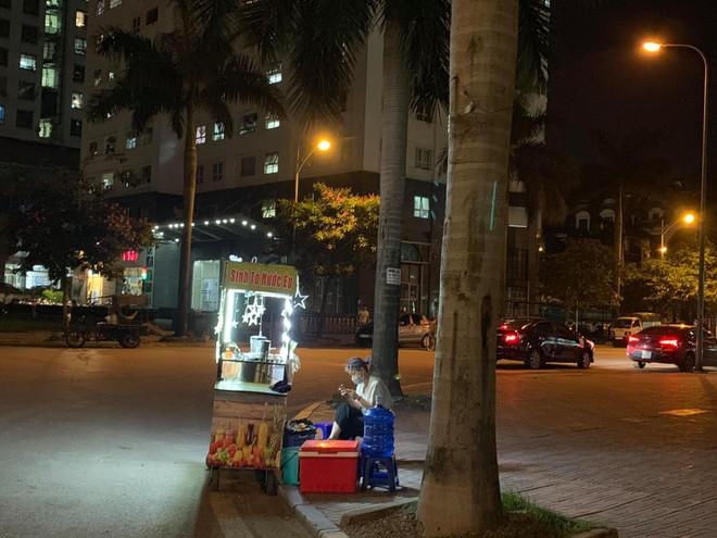 Quận Bắc Từ Liêm (Hà Nội): Hàng quán ngang nhiên hoạt động trên hè, bất chấp lệnh cấm ảnh 4