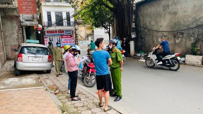 Hà Nội: Phạt trên 3 tỷ đồng đối với hơn 3.000 trường hợp không đeo khẩu trang nơi công cộng ảnh 1