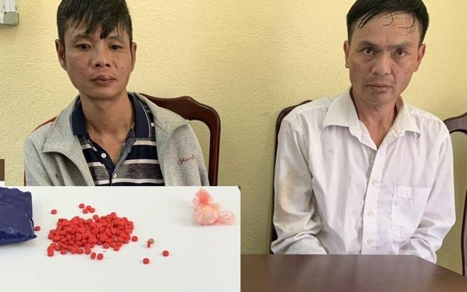Bắt 2 đối tượng nghiện 'găm' 200 viên ma túy tổng hợp ảnh 1