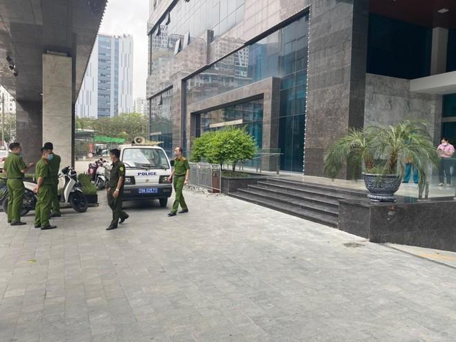 Hà Nội: Phòng dịch Covid, phong tỏa tòa chung cư trên phố Ngụy Như Kon Tum ảnh 2