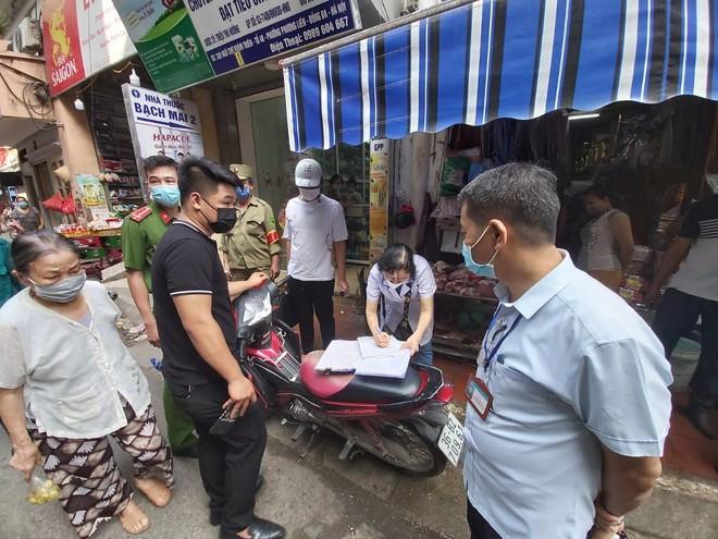 Xử phạt 273 trường hợp không đeo khẩu trang nơi công cộng ảnh 2