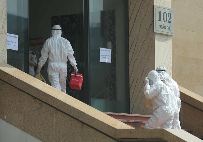 Phong tỏa tòa chung cư Hồ Gươm, nơi ở của bệnh nhân dương tính với SARS-CoV-2 ảnh 2