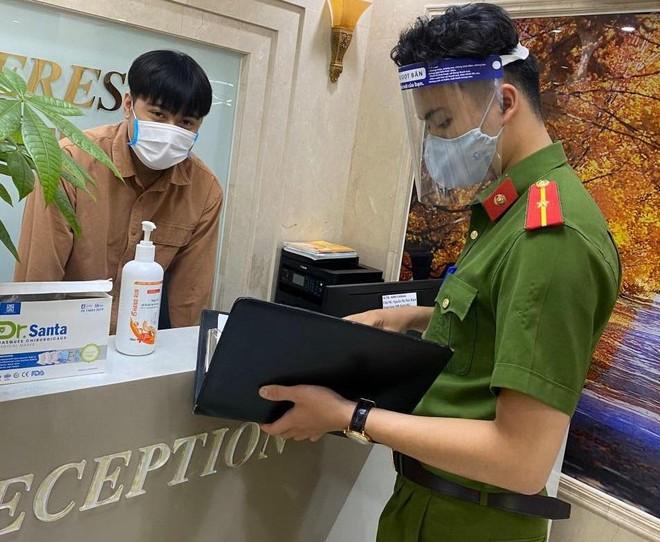 Kiểm tra tạm trú ở chung cư, phát hiện một người Trung Quốc nhập cảnh trái phép ảnh 1