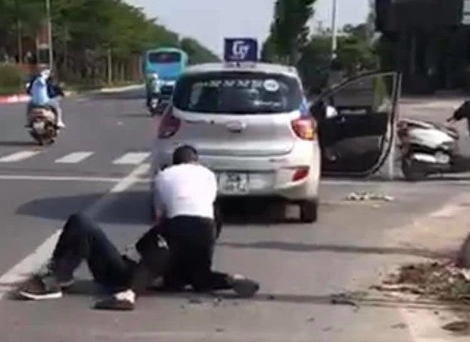 Khen thưởng tài xế taxi dũng cảm bắt giữ đối tượng trốn truy nã đặc biệt ảnh 1