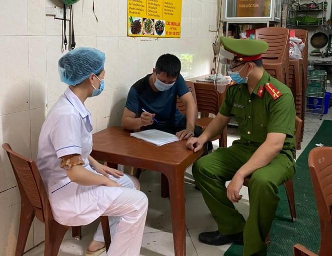 Công an quận Thanh Xuân phạt hơn 80 trường hợp vi phạm các quy định về phòng chống dịch Covid-19 ảnh 1
