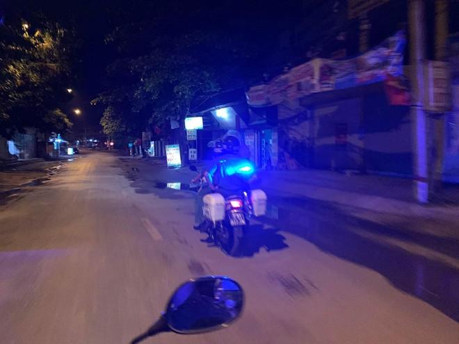 Tuần tra đêm khép kín địa bàn cửa ngõ Thủ đô đảm bảo an ninh trật tự trước ngày bầu cử ảnh 6