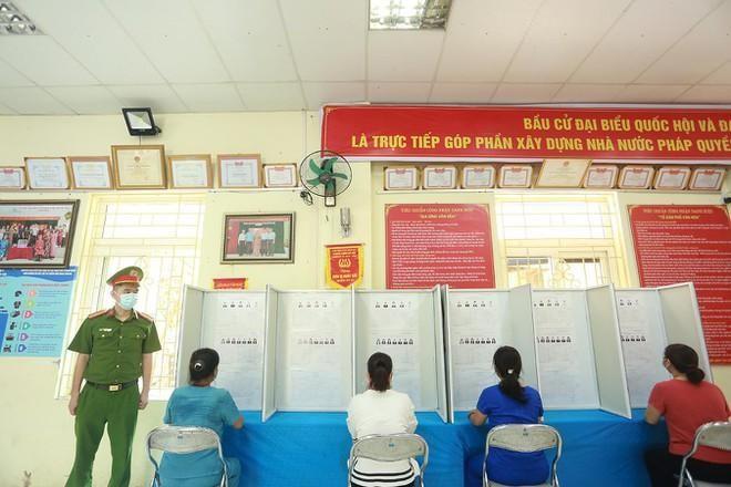 Công an Hà Nội: Đảm bảo tuyệt đối an toàn ngày bầu cử, căng sức trên tuyến đầu phòng chống dịch bệnh ảnh 3