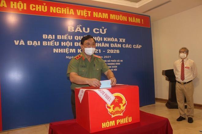 Công an Hà Nội: Đảm bảo tuyệt đối an toàn ngày bầu cử, căng sức trên tuyến đầu phòng chống dịch bệnh ảnh 1