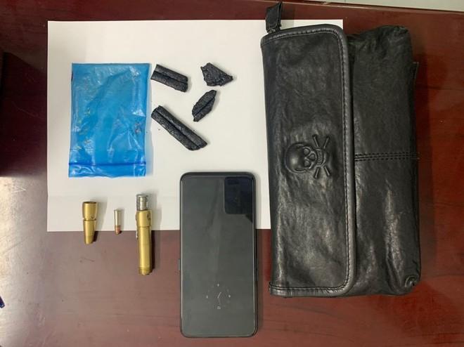Bắt giữ đối tượng 'găm' ma túy và súng bút để... 'phòng thân' ảnh 3