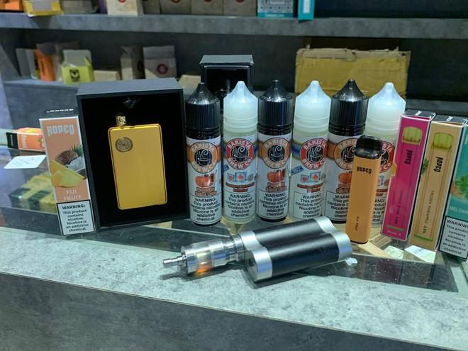 [Clip] Công an Hà Nội thu giữ hơn 30.000 thuốc lá điện tử của The Vape Club nhập lậu ảnh 4