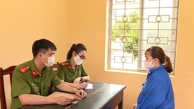 Sử dụng 'sổ đỏ' giả để giao dịch, người phụ nữ chiếm đoạt hơn 34 tỷ đồng ảnh 1