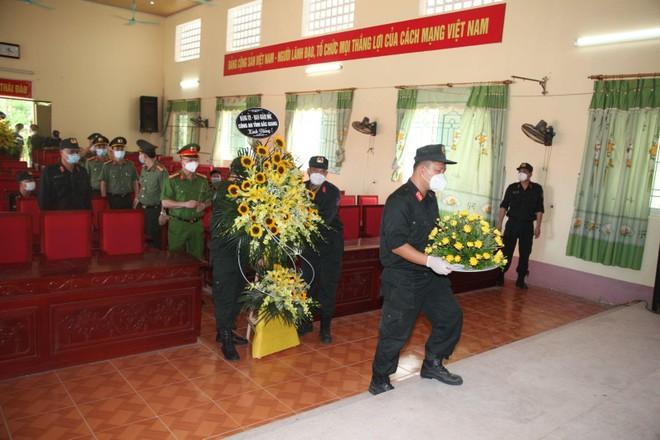 Đang chống dịch ở Bắc Giang, chiến sỹ Cảnh sát cơ động nhận 2 tin dữ trong một ngày ảnh 2