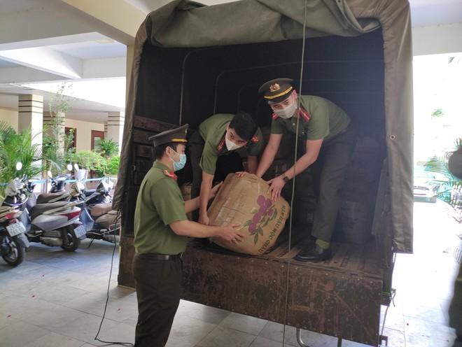 Lực lượng An ninh quận Đống Đa chia sẻ khó khăn với cộng đồng ảnh 3