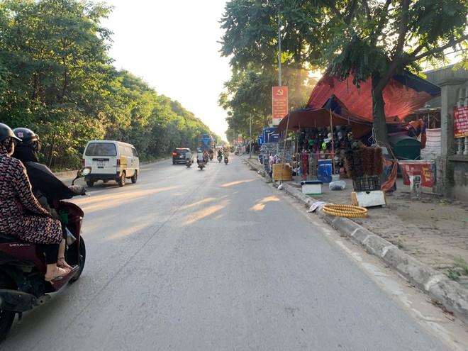 [Ảnh] Đại lộ hiện đại nhất Việt Nam biến thành... chợ ảnh 4