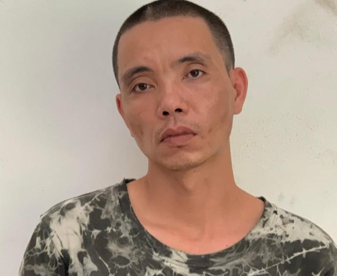 Cảnh sát hình sự khống chế, bắt 'nóng' đối tượng cướp giật dây chuyền giữa phố Hà Nội ảnh 2