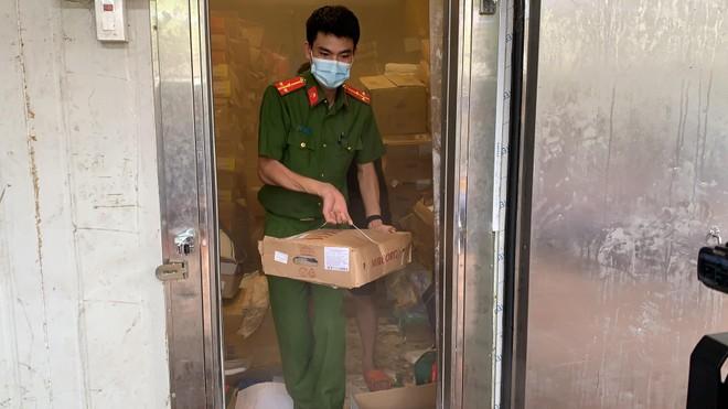 Đột kích cơ sở kinh doanh, phát hiện gần 3.000 kg thực phẩm không rõ nguồn gốc ảnh 2