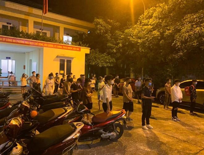 Hà Nội: Phạt 42 triệu đồng các trường hợp tụ tập trên cầu vượt ảnh 3