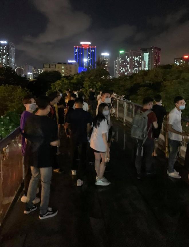 Hà Nội: Phạt 42 triệu đồng các trường hợp tụ tập trên cầu vượt ảnh 1