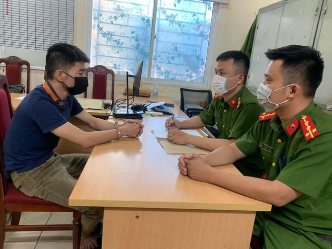 Chém người trước cửa quán bar rồi trốn từ TP Hồ Chí Minh ra Hà Nội ảnh 1