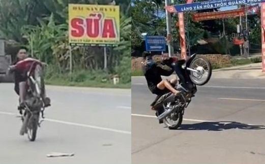 Hai gã trai 'bốc đầu' xe máy bị phạt gần 14 triệu đồng ảnh 1