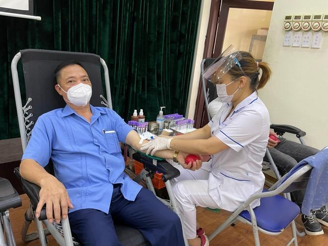 Tiếp nhận 225 đơn vị máu hỗ trợ công tác phòng chống dịch Covid - 19 ảnh 2