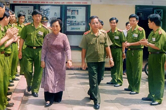 Cảnh sát nhân dân Công an Thủ đô mưu trí, dũng cảm, vì nước quên thân vì dân phục vụ ảnh 2