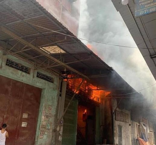 Xảy cháy nhà ở kết hợp kinh doanh sản xuất gỗ ở huyện Thạch Thất ảnh 1