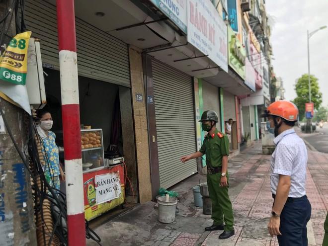 Phạt 51 trường hợp vi phạm quy định phòng chống dịch Covid-19 trên địa bàn quận Long Biên ảnh 3