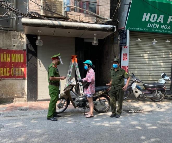 Quận Thanh Xuân phạt 24 trường hợp không đeo khẩu trang, ra khỏi nhà không vì mục đích thiết yếu ảnh 3