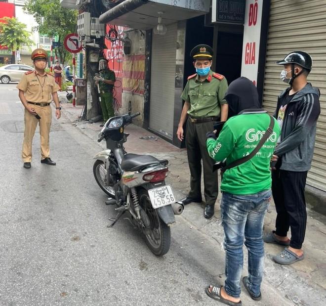 Quận Thanh Xuân phạt 24 trường hợp không đeo khẩu trang, ra khỏi nhà không vì mục đích thiết yếu ảnh 2