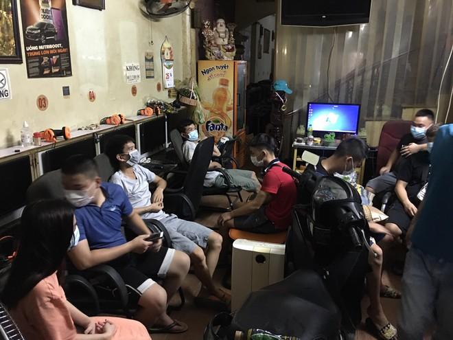 Quán internet mở cửa cho 10 khách chơi game, bất chấp lệnh giãn cách xã hội ảnh 1