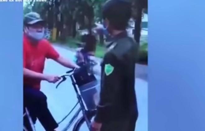 Xử lý người đàn ông chửi bới, tấn công tổ công tác khi bị nhắc nhở ra đường vì mục đích không thiết yếu ảnh 1