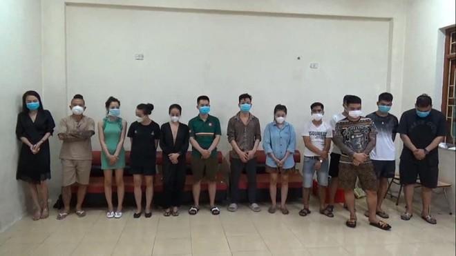 'Thánh chửi' Dương Minh Tuyền cùng 12 người 'bay lắc' trong quán karaoke ảnh 1