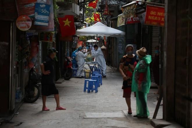 Phong tỏa khu dân cư 1.300 nhân khẩu ở phường Thổ Quan ảnh 1
