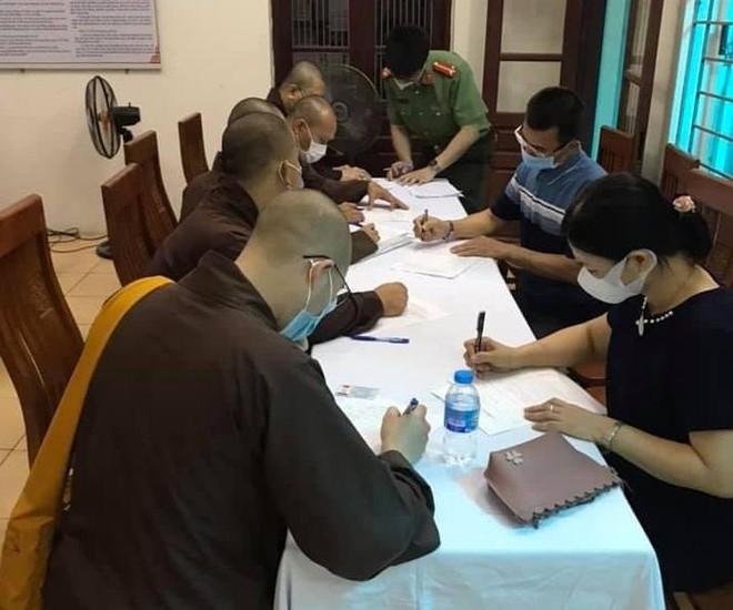 Tổ chức tiêm vaccine cho chức sắc tôn giáo trên địa bàn huyện Thạch Thất ảnh 1