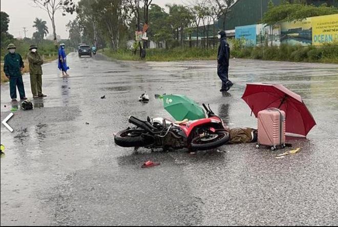 Hà Nội: Bàng hoàng đôi nam nữ đi xe máy tử vong vì bị sét đánh ảnh 1