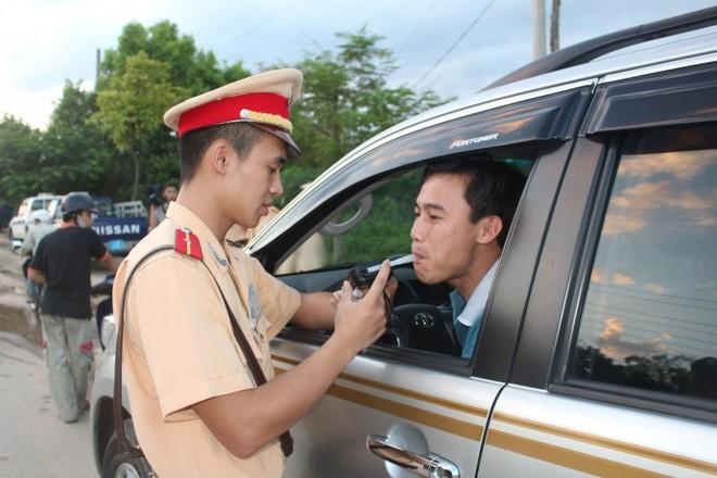 Việt Nam cấm tuyệt đối nồng độ cồn trong máu với người điều khiển ô tô
