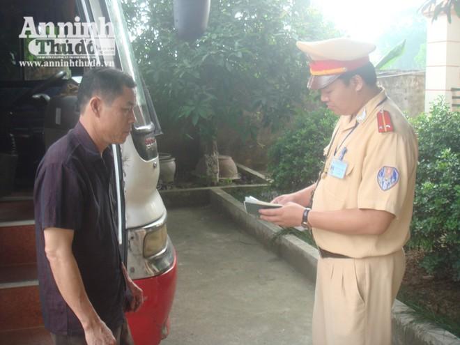 CSGT Hà Nội xử lý nghiêm chiếc xe 47 chỗ, nhồi nhét 60 khách ảnh 1
