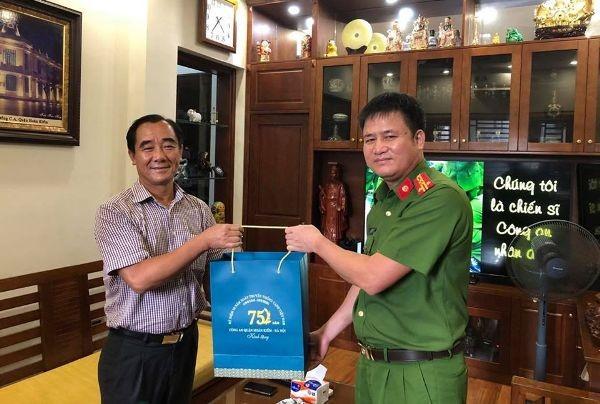 Công an quận Hoàn Kiếm thăm hỏi, tri ân, tặng quà nhân 75 năm Ngày truyền thống lực lượng CAND ảnh 5
