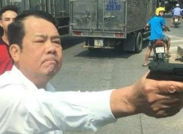 Triệu tập người đàn ông dùng súng đe dọa tài xế xe tải ảnh 1