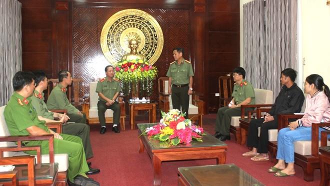 Công an Hà Nội chia sẻ khó khăn, mất mát với nhân dân, cán bộ Công an tỉnh Quảng Trị bị hy sinh, thiệt hại do mưa lũ ảnh 3